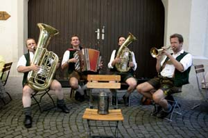 hofbrauhausband.jpg