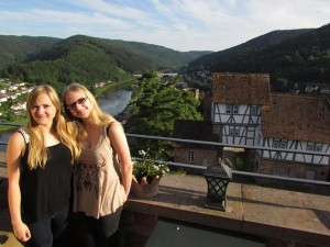 Sisters Jennifer and Christina are enjoying our special tour through Germany right now