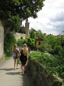 Strolling along the path which leads from the old castle district to the southern side of the town