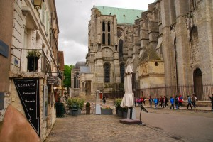 We stayed at the historic inn 'Le Parvis' right next to the massive cathedral.