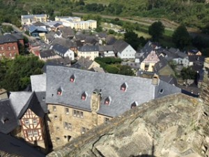 Splendid views from the castle over the Lahn River and village below
